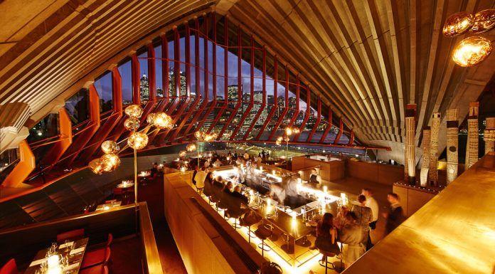 Lối kiến trúc đặc sắc và nội thất bên trong nhà hát