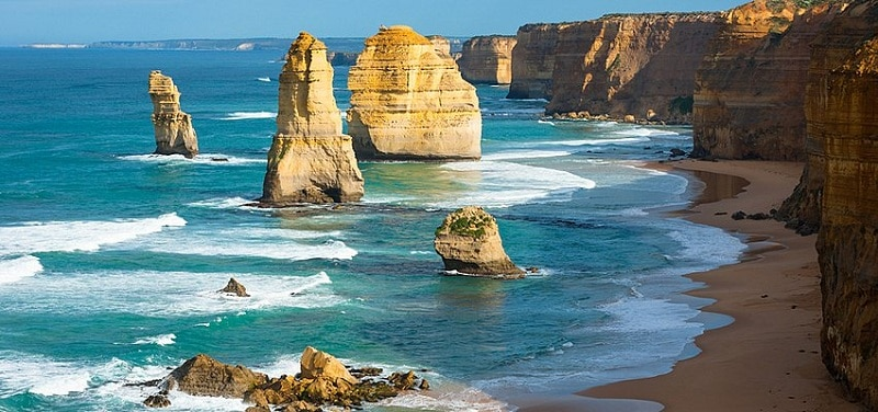 Great Ocean Road bãi biển trải dài ở Úc